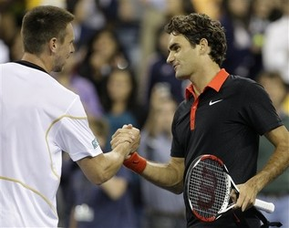 Roger Soderling shakes hands with Roger Federer